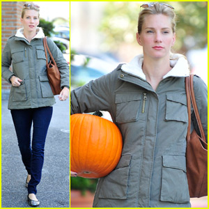Heather Morris Covers Up Her Baby Bump While Pumpkin Shopping!