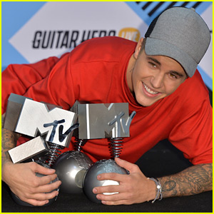 Justin Bieber Wins Five MTV EMAs at the 2015 Show!