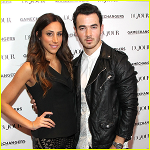 Kevin & Danielle Jonas Have A Date Night Out In NYC