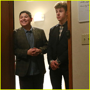Manny & Luke Surprise Alex at College On Tonight's 'Modern Family'
