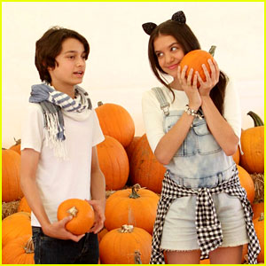Bella & The Bulldogs' Rio Mangini & Lilimar Visit Pumpkin Patch Before Halloween Episode