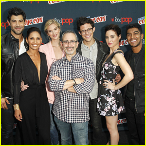 Emma Ishta & Allison Scagliotti Bring 'Stitchers' To New York Comic Con