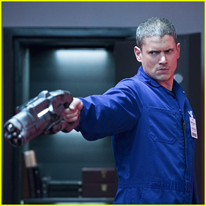 Captain Cold's Family Comes Out to Play on Tonight's 'The Flash'