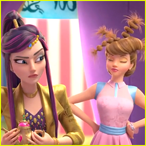 'Descendants: Wicked World' Introduces Two New Characters, Jordan & Freddie!
