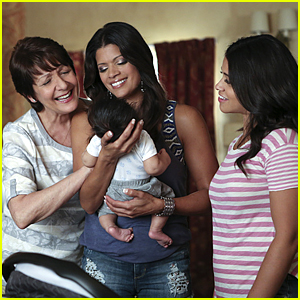 Jane Gets A Lesson in Life From A Teacher In Tonight's 'Jane The Virgin'