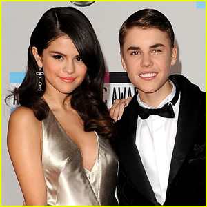 Justin Bieber & Selena Gomez Still Text Each Other Every Now & Then
