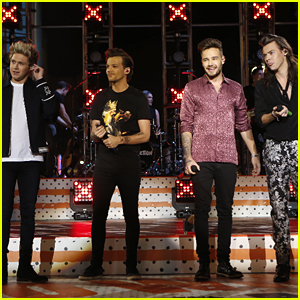 One Direction Perform Five Songs & Shut Down Hollywood Boulevard For 'Jimmy Kimmel Live'