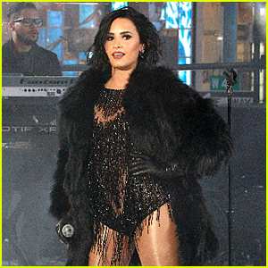 Demi Lovato Performs in Times Square on NYE! (Video)