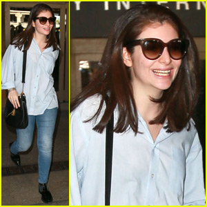 Lorde Shows Off New Straight Hair!