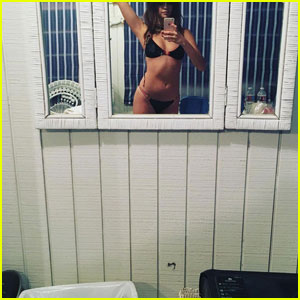 Selena Gomez Shows Off Amazing Bikini Body!