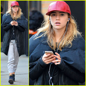 Suki Waterhouse is Binge-Watching Which TV Shows Right Now?