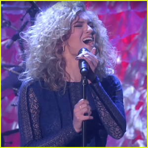 Tori Kelly Brings The Crowd To Their Feet With Amazing 'Hollow' Performance on 'Ellen'