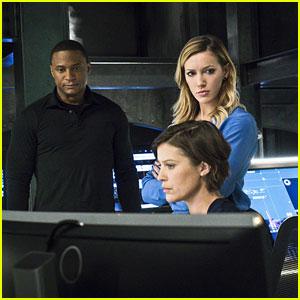Felicity Seemingly Quits Team 'Arrow' Tonight
