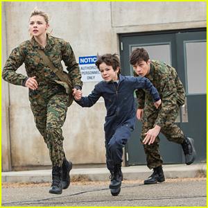 Cassie Runs Away With Sammy In New Pics & Clips From 'The 5th Wave'