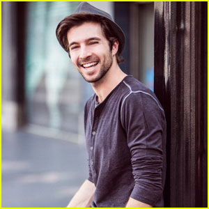 Get to Know Pretty Little Liars' Roberto Aguire With These 10 Fun Facts!