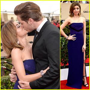 Sarah Hyland Kisses Dominic Sherwood on SAG Awards 2016 Red Carpet