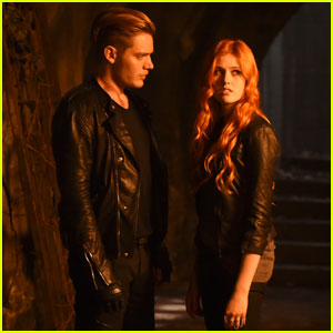 Clary Continues to Search for Her Mother on Tonight's 'Shadowhunters'