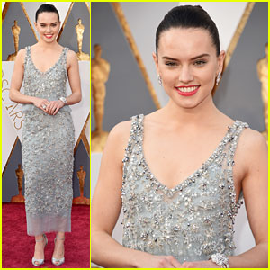 Star Wars' Daisy Ridley Hits Oscars 2016 Red Carpet