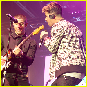 Nick Jonas Reunites With Joe Jonas For ESPN The Party Performance Before Super Bowl 50