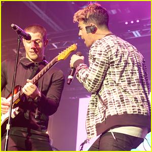 Nick Jonas Reunites With Joe Jonas For ESPN The Party Performance Before Super Bowl 50