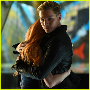 Jace Won't Let Anything Happen to Clary on Tonight's 'Shadowhunters'