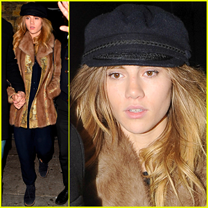 Suki Waterhouse Spends Some Quality Time with Her Sister Immy in London