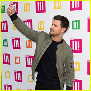 Taylor Lautner Attempts to Break Guinness World Record For Selfies