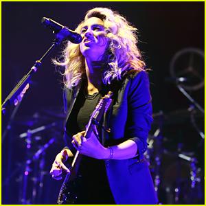 Tori Kelly Meets With Fans Arter Birmingham Concert