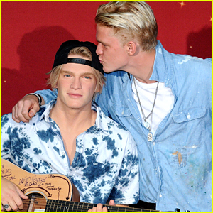 Cody Simpson Takes Selfies & Kisses His Wax Figure at Madame Tussauds Orlando