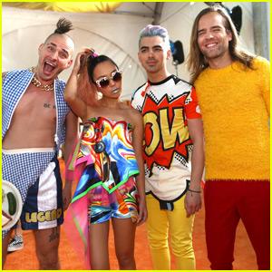 Joe Jonas & DNCE Bring 'Cake By The Ocean' to the Kids Choice Awards 2016