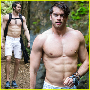 Pierson Fode Puts His Six-Pack on Display in Hawaii