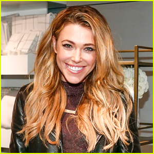 Rachel Platten Fan Proposes to His Girlfriend on Stage at Her Concert - Watch Now!