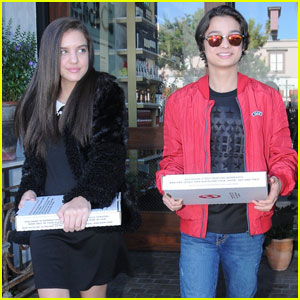 Rio Mangini Picks Up Pizza With Lilimar!