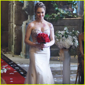Magnus Shows Up to Alec's Wedding on Tonight's 'Shadowhunters'!
