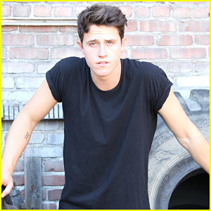 Shane Harper Joins 'Dirty Dancing' Remake as Waiter Robbie