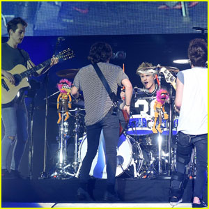 The Vamps Rocks Out on Stage in Dublin!
