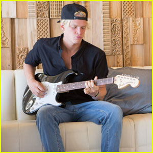 Cody Simpson Jams Out at Coachella 2016!