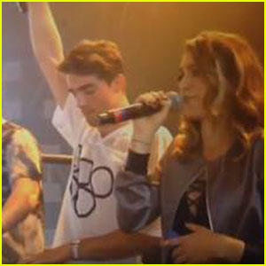 Daya Makes Surprise Appearance at Coachella With The Chainsmokers - Watch Now!