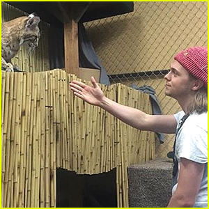 R5's Ellington Ratliff Makes Friends With Bobcat During Star ECO Station Visit