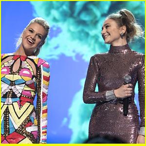 Kelsea Ballerini & Daya Perform Amazing Mash Up At Radio Disney Music Awards 2016