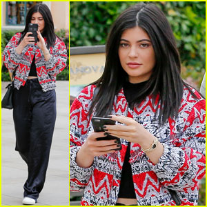 Kylie Jenner Loves 'Pretty Little Liars' Too!