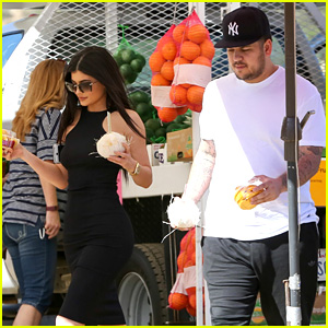 Kylie Jenner Hangs Out with Older Brother Rob Kardashian