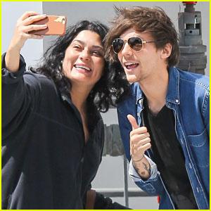 Louis Tomlinson Takes Fan Selfies While Outside Starbucks