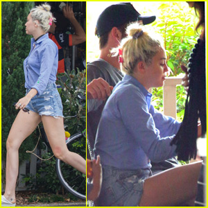Miley Cyrus Enjoys Breakfast With The Entire Hemsworth Fam