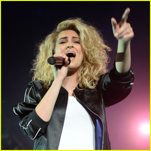 Sound Goes Out During Tori Kelly's Miami Show!