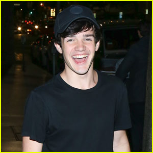 Vine Star Aaron Carpenter Teases His First Song 'She Know What She Doin'