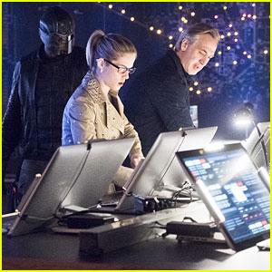 Felicity's Dad Helps Team 'Arrow' Tonight