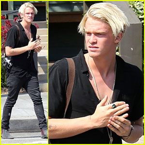 Cody Simpson Crafts Surfboard For Friend