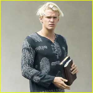 Cody Simpson Carries Books to Breakfast in Venice Beach