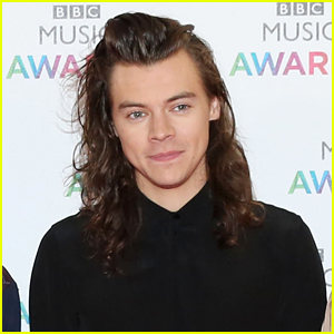 Harry Styles Cuts Off Long Locks for Cancer Charity